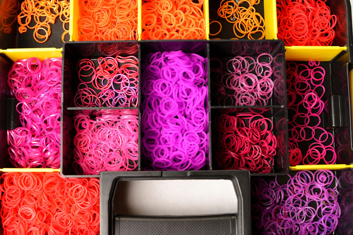 red rainbow loom bands