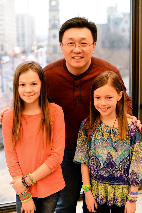 Emily (left) and Maddie with Choon Ng, the inventor of Rainbow Loom