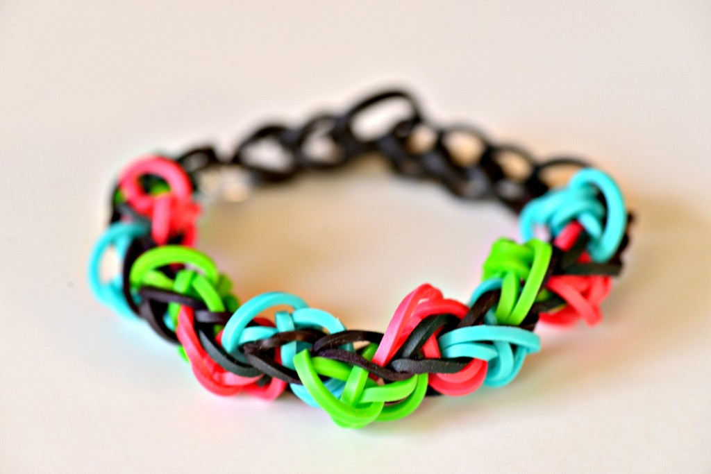 triangle rainbow loom